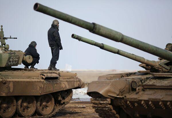 Biatlón de tanques en la región rusa de Volgogrado - Sputnik Mundo