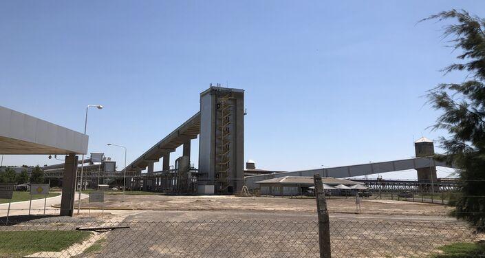 Instalaciones de procesamiento de soja en una terminal portuaria del Gran Rosario, Argentina