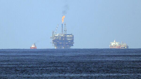 Una plataforma de la petrolera Eni (imagen referencial) - Sputnik Mundo