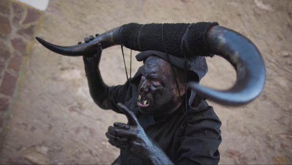 Enviados del infierno llenan las calles de Luzón, en España - Sputnik Mundo