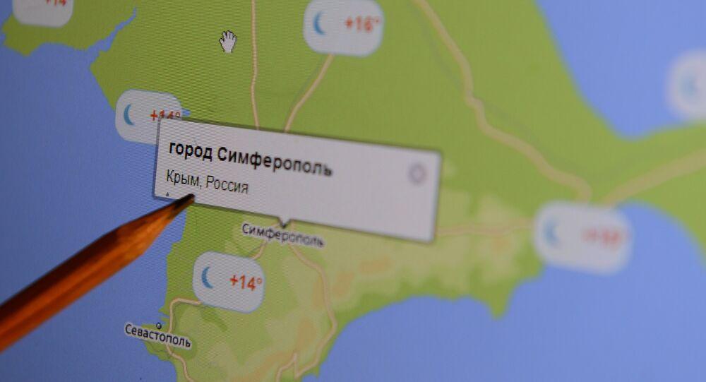 mapa electrónico de Crimea en la pantalla de ordenador
