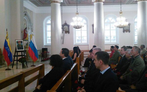 Durante la misa - Sputnik Mundo