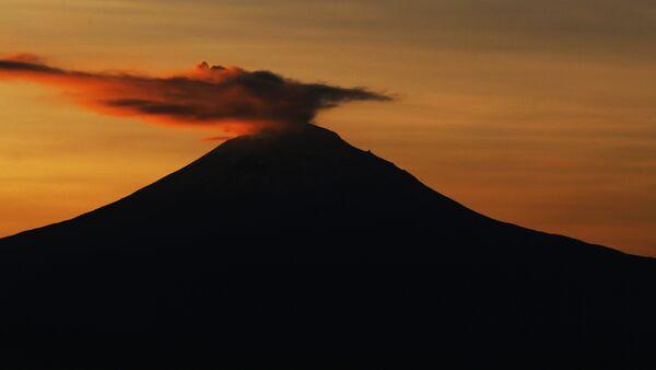 El volcán mexicano Popocatépetl - Sputnik Mundo