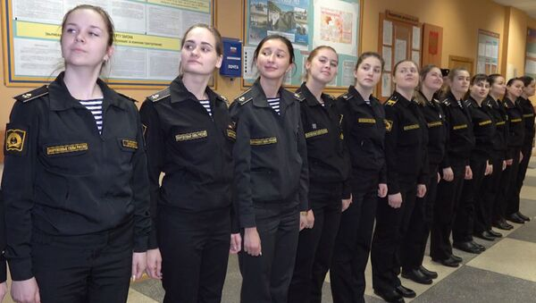 Las bellas jóvenes rusas que se preparan para ser marineras militares - Sputnik Mundo