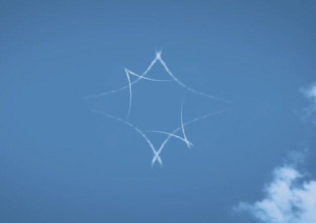 Pilotos rusos 'estrenan' en el cielo 'Capitana Marvel' (vídeo)