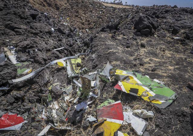Los restos del Boeing 737 Max de Ethiopian Airlines en el lugar del siniestro (archivo)