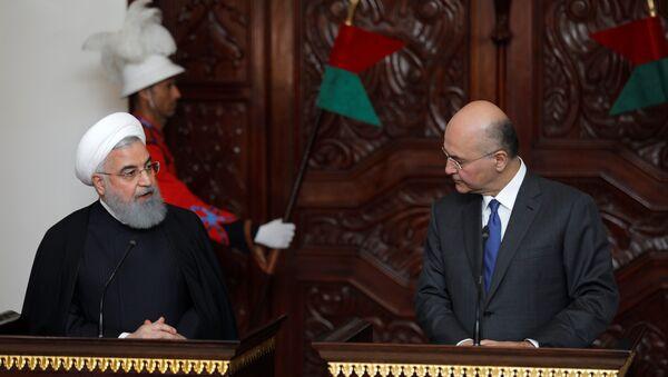 El presidente iraní, Hasán Rohani, con su homólogo iraquí, Barham Saleh - Sputnik Mundo