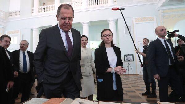 El canciller ruso, Serguéi Lavrov, durante la ceremonia de inauguración de una exposición 'A las orillas de América Latina' - Sputnik Mundo