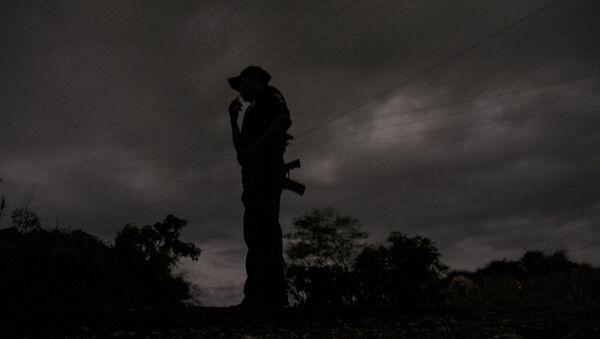 Guerrero. Policía comunitario de la Coordinadora Regional de Autoridades durante sus labores nocturnas. - Sputnik Mundo