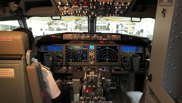 La cabina del Boeing 737 MAX 8 - Sputnik Mundo