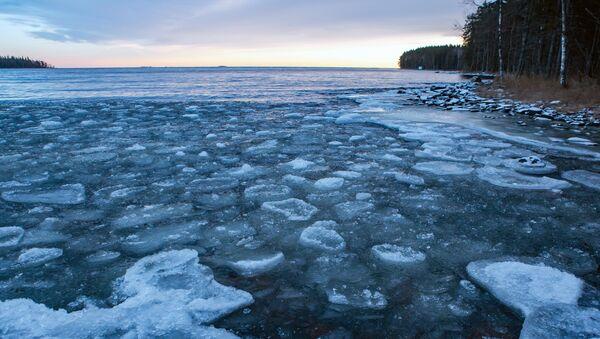 El lago Onega, en el norte de Rusia, bajo el hielo - Sputnik Mundo