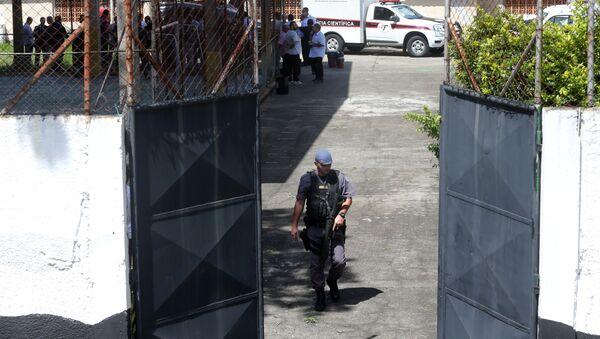 Policía cerca de la escuela en Suzano tras el tiroteo - Sputnik Mundo