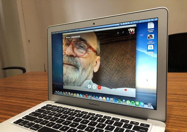Una videoconferencia del empresario agropecuario Pedro Etchebest, que acusa haber sido extorsionado por agentes judiciales de Argentina, y que debió irse del país.