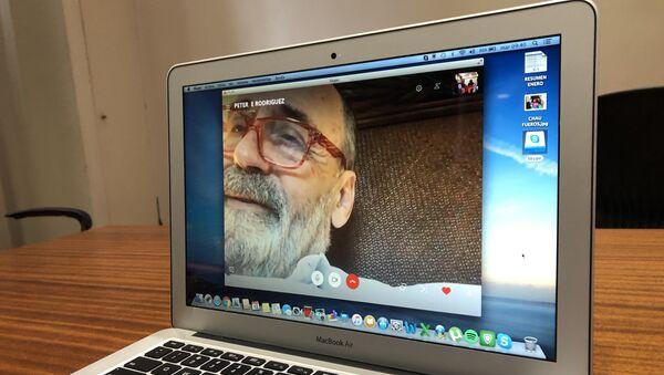 Una videoconferencia del empresario agropecuario Pedro Etchebest, que acusa haber sido extorsionado por agentes judiciales de Argentina, y que debió irse del país. - Sputnik Mundo