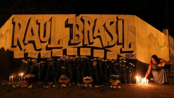 El homenaje a las víctimas del tiroteo en la escuela Raul Brasil en Suzano, estado de Sao Paulo, Brasil - Sputnik Mundo