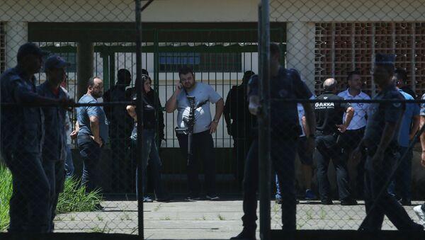 Policía en la escuela en Suzano tras el tiroteo - Sputnik Mundo