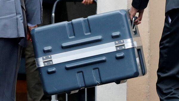 Un contenedor con cajas negro del Boeing 737 Max 8 siniestrado en Etiopía - Sputnik Mundo