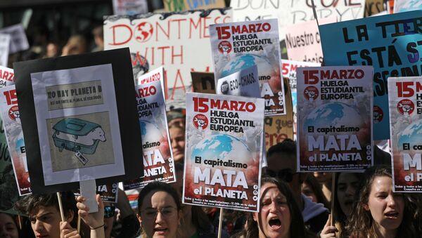 Los jóvenes españoles en la huelga contra el cambio climático en Madrid - Sputnik Mundo