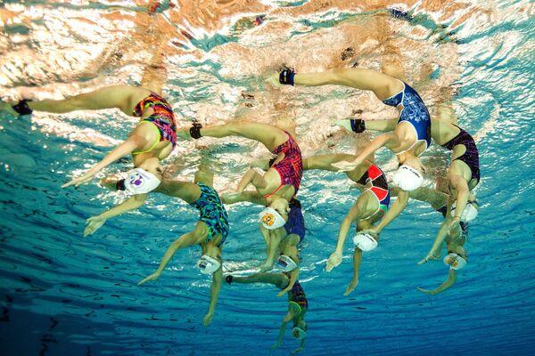 Bikinis, carnavales y deporte: estas son las imágenes más destacadas de la semana - Sputnik Mundo