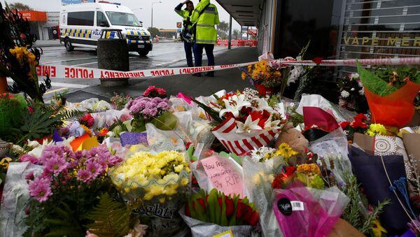 Los vecinos de Christchurch depositaron ofrendas florales por los fallecidos en los ataques neonazis que tuvieron lugar en la ciudad - Sputnik Mundo