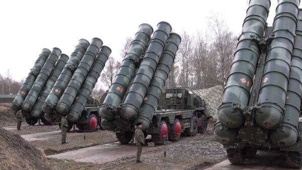 Así colocan los S-400 sus misiles en posición de lanzamiento en Kaliningrado - Sputnik Mundo