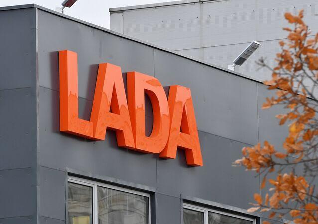 El logo de la empresa automovilística Lada