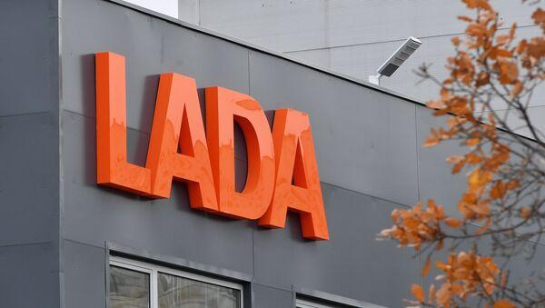 El logo de la empresa automovilística Lada - Sputnik Mundo