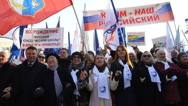 Una marcha en conmemoración a los 5 años de la reunificación de Crimea a Rusia - Sputnik Mundo