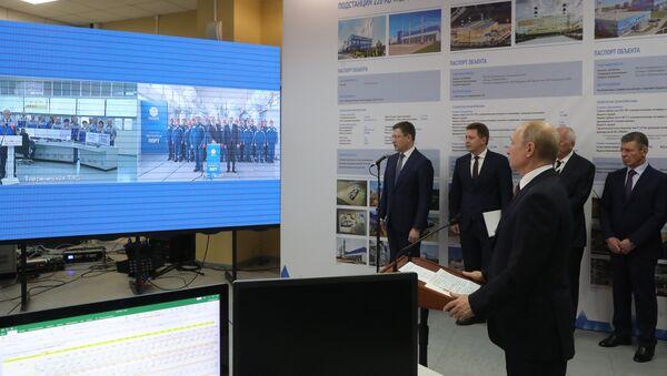 Vladímir Putin, presidente de Rusia inaugura las centrales térmicas crimeas de Balaklava y Táuride - Sputnik Mundo