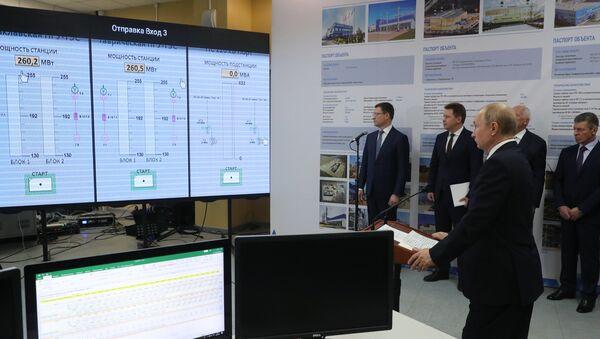 El presidente de Rusia, Vladímir Putin, inaugura las centrales térmicas crimeas de Balaklava y Táuride - Sputnik Mundo