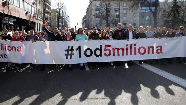Protestas antigubernamentales en Belgrado, Serbia - Sputnik Mundo