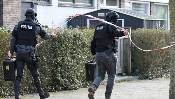 Policías en el lugar del tiroteo en la ciudad de Utrecht, Países Bajos - Sputnik Mundo