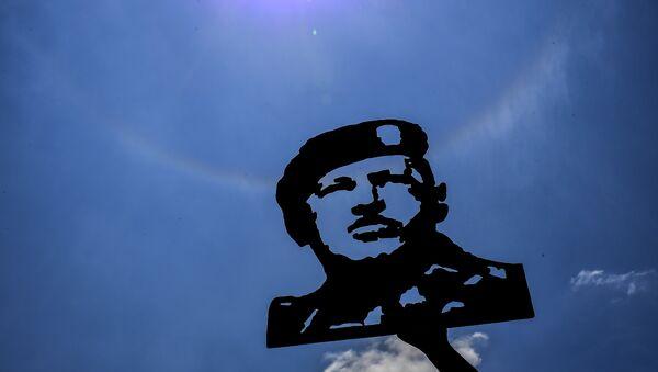Imagen de Hugo Chávez, expresidente de Venezuela, en una manifestación a favor de Nicolás Maduro, actual mandatario del país - Sputnik Mundo