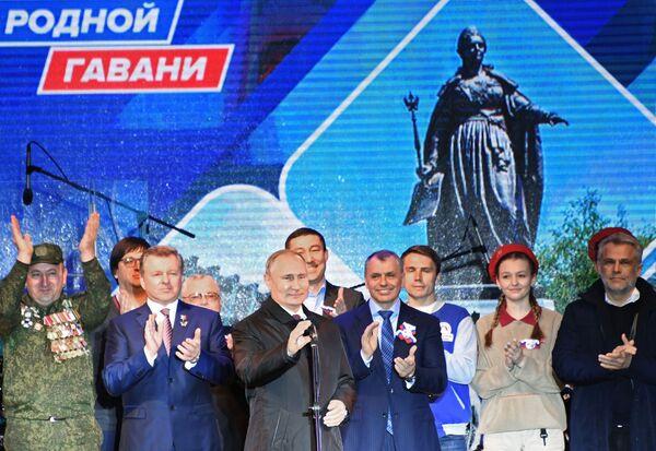 Crimea celebra a lo grande su retorno a Rusia - Sputnik Mundo