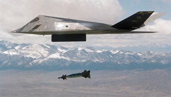 Американский самолет F-177 в ходе операции в Югославии - Sputnik Mundo