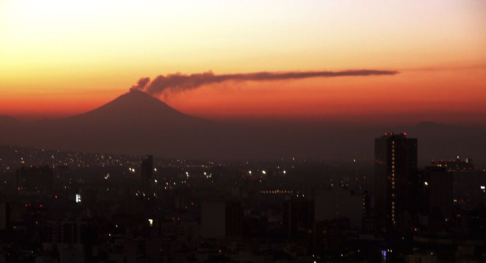 El volcan Popocatépetl visto desde Ciudad de México (archivo)
