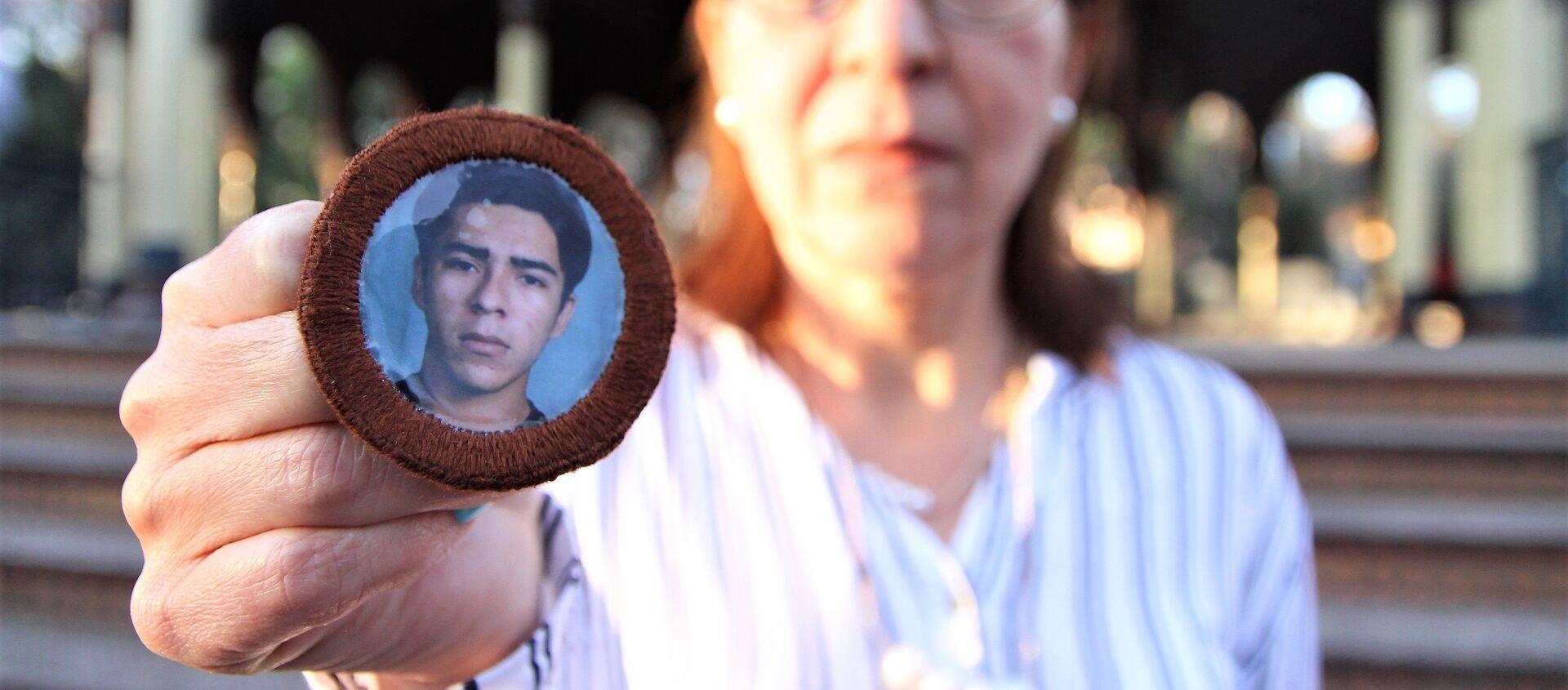 Ciudad de México. Ana Enamorado muestra la foto de su hijo Oscar López Enamorado quien salió de San Pedro Sula, Honduras, en 2008 y se comunicó por última vez en enero de 2010, desde Jalisco. - Sputnik Mundo, 1920, 19.03.2019