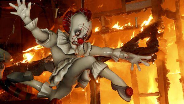 Сожжение фигур на фестивале Фальяс в Испании  - Sputnik Mundo