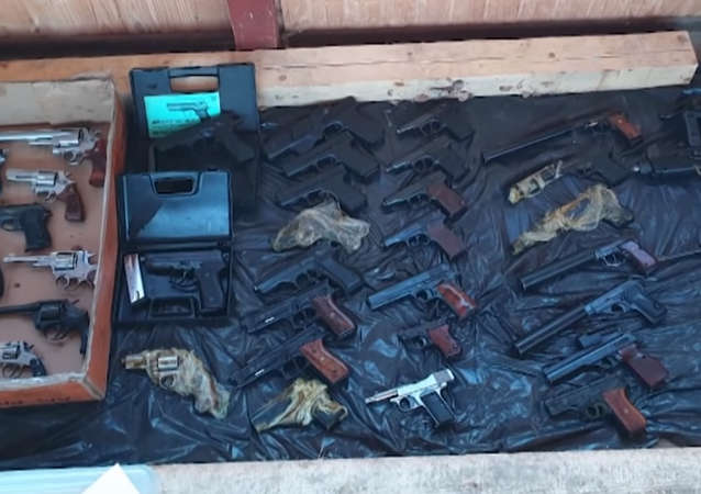 Encuentran en Moscú un alijo de armas enorme (vídeo)