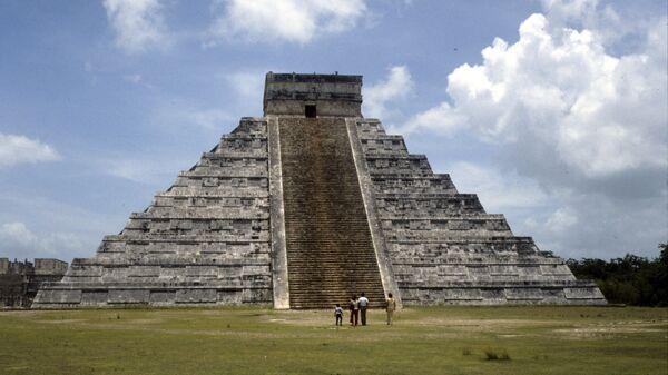 El templo de Kukulcán, en Chichén Itzá, uno de los complejos arqueológicos mayas más importantes de México - Sputnik Mundo