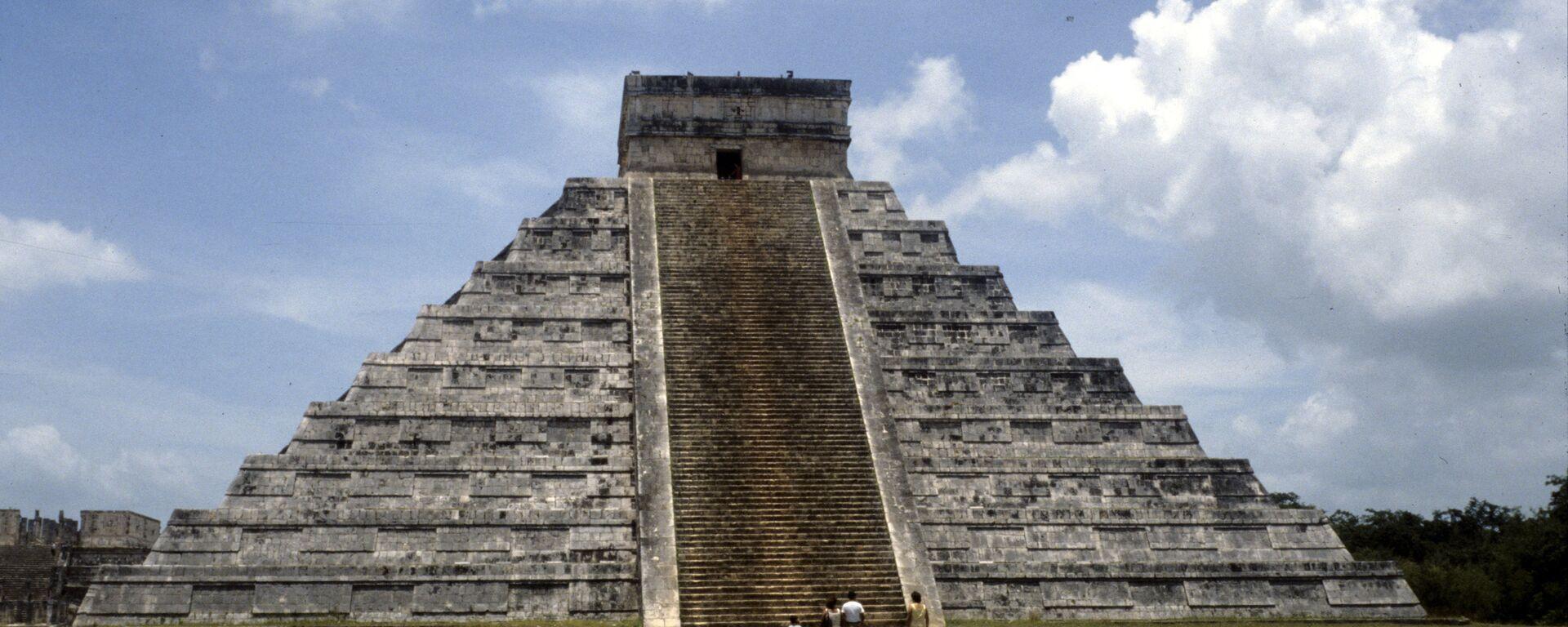El templo de Kukulcán, en Chichén Itzá, uno de los complejos arqueológicos mayas más importantes de México - Sputnik Mundo, 1920, 02.06.2020