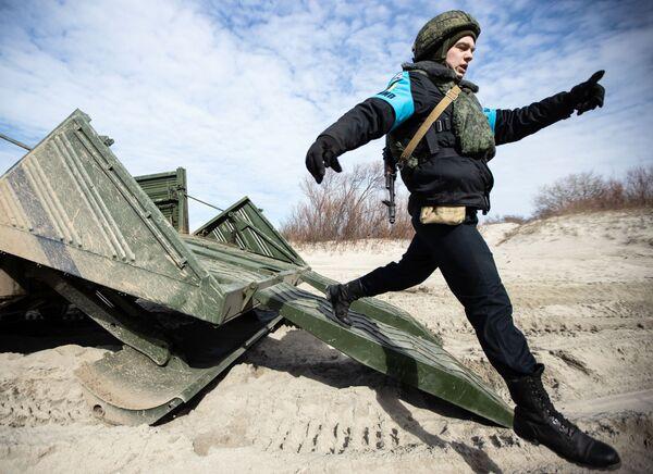 Fuertes, intrépidos e indoblegables: los militares rusos muestran su pericia en Kaliningrado - Sputnik Mundo