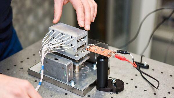 Nuevo sensor de vibración para detectar defectos en edificios, puentes y naves espaciales - Sputnik Mundo