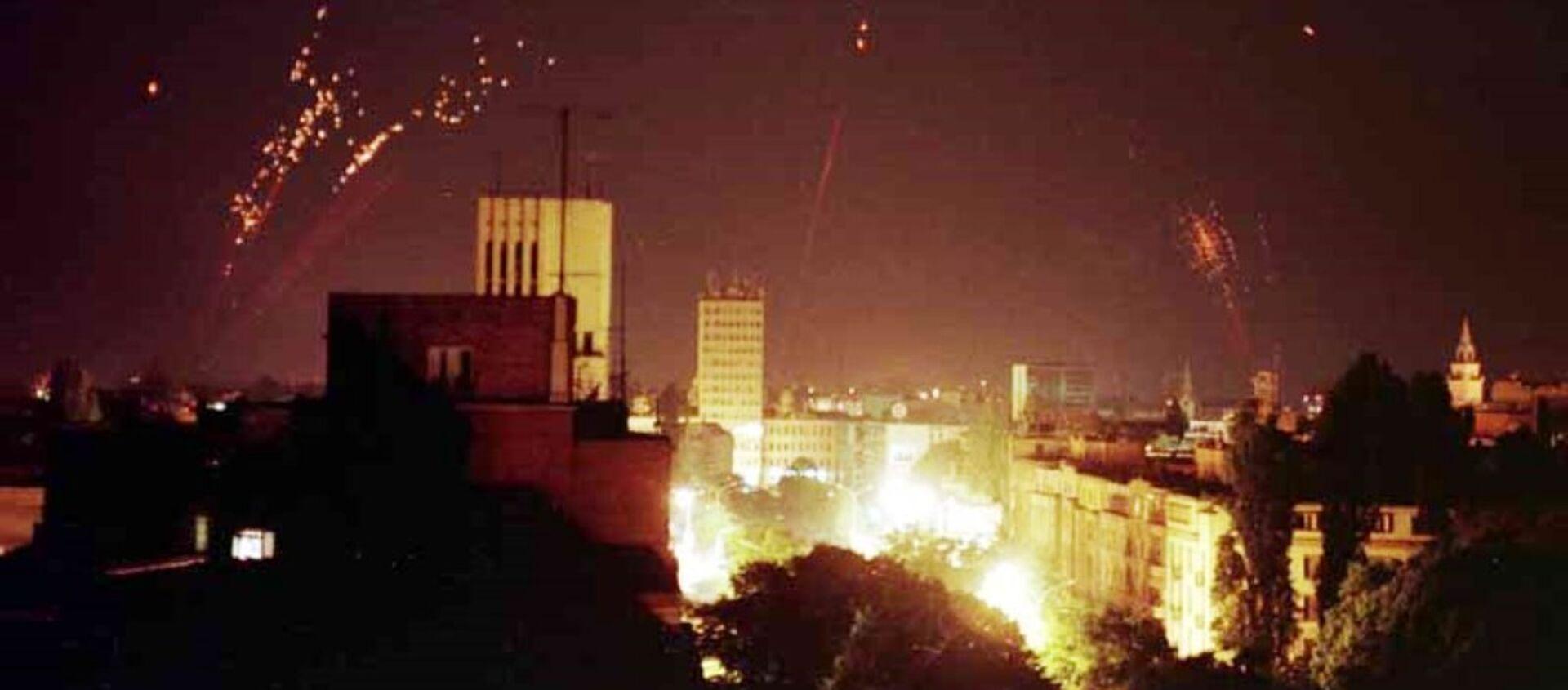 La defensa aérea de Yugoslavia intenta derribar los bombarderos de la OTAN - Sputnik Mundo, 1920, 24.03.2019