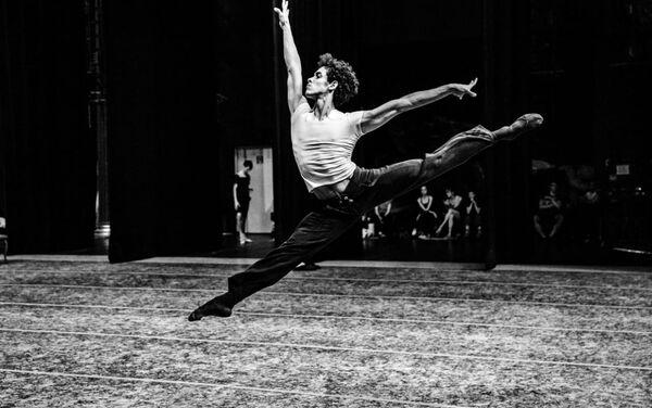 Bailarín Diego Calderón Armién - Sputnik Mundo