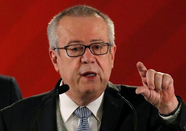 Carlos Urzúa, secretario de Hacienda y Crédito Público de México