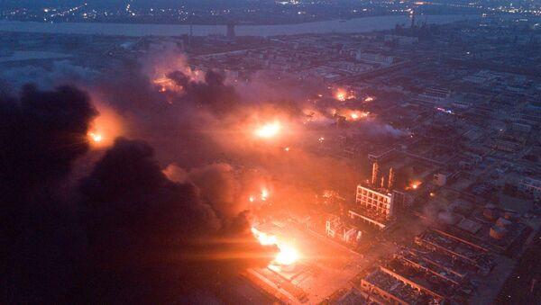 La explosión en la planta química Tianjiayi en China - Sputnik Mundo