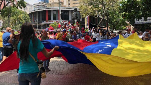 La bandera de Venezuela en la marcha chavista - Sputnik Mundo
