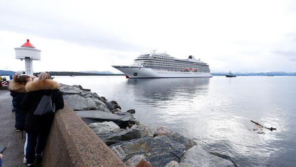 El crucero de Viking Sky llega al puerto de Molde - Sputnik Mundo