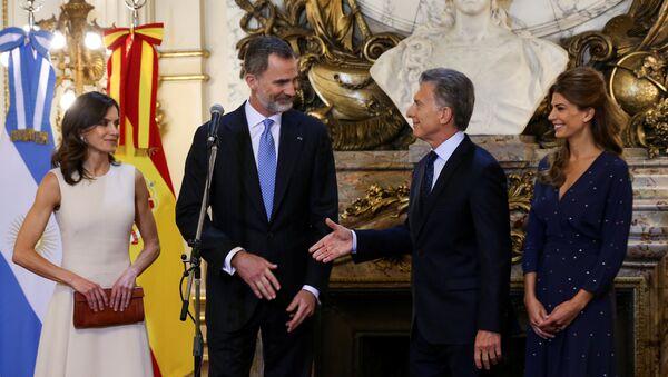 El presidente de Argentina, Mauricio Macri, recibe a los reyes de España, Felipe VI y Letizia Ortiz - Sputnik Mundo